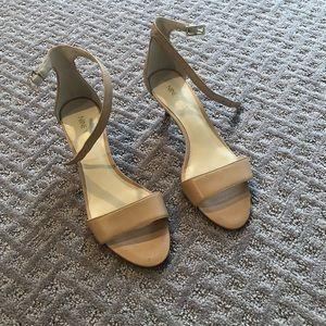 Nine West tan kitten heel shoes size 6